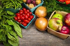 Nytt marknadsföra frukter och grönsaker Royaltyfri Bild