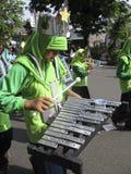 NYTT marschera musikband Arkivbild