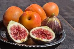 nytt moget för figs saftiga aprikosar Arkivfoto