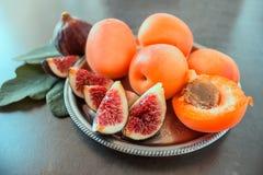 nytt moget för figs saftiga aprikosar Royaltyfria Bilder