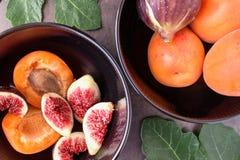 nytt moget för figs saftiga aprikosar Royaltyfri Fotografi