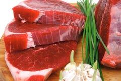Nytt nötköttstöd och filé som är klara till att laga mat Arkivfoto