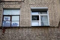 Nytt och gammalt ramfönster för begrepp Royaltyfria Bilder