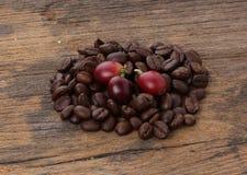 Nytt och grillat kaffe arkivfoton