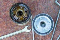 Nytt olje- filter som är gammalt och Royaltyfri Fotografi