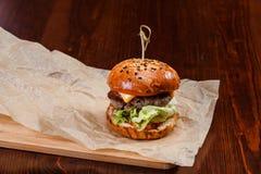 Nytt original tjänad som liten hamburgare Arkivbilder