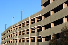 Nytt parkera garage royaltyfri bild