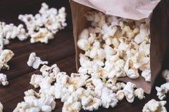 Nytt popcorn- och papperspaket Fotografering för Bildbyråer