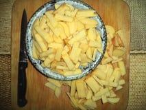 nytt potatissnitt in i remsor arkivfoto