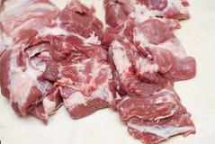 Nytt rått skivat grisköttkött på träbakgrund kvinna för vektor för förberedelse för matillustrationkök sikt från över, närbild Royaltyfri Foto