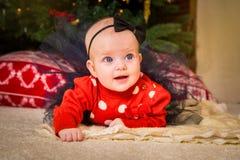 nytt s år för begrepp Förtjusande liten flicka och pojke nära en Christma arkivbild