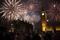 nytt s år för helgdagsaftonfyrverkerier Arkivfoton