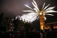 nytt s år för helgdagsaftonfyrverkerier Royaltyfri Foto