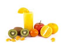 Nytt sammanpressad fruktfruktsaft royaltyfria bilder