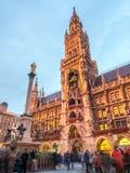 Nytt stadshus, Neues Rathaus, i Munich, Tyskland Arkivbilder