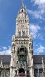 Nytt stadshus på Marienplatz i Munich, Tyskland Royaltyfri Bild