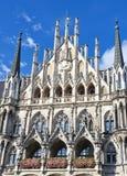 Nytt stadshus på Marienplatz i Munich, Tyskland Royaltyfri Foto