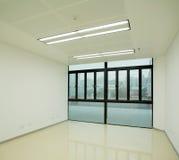 Nytt tomt kontor Arkivbild