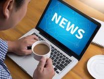 NYTT uppdateringrubrikmassmedia Live Broadcast Media News till den NYA uppdateringen, talande NY UPPDATERING för kommunikation, T Arkivbilder