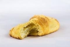 Nytt vresigt bröd på vit bakgrund Arkivbilder