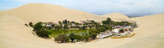 Oásis de Huacachina, região do AIC, Peru imagens de stock royalty free