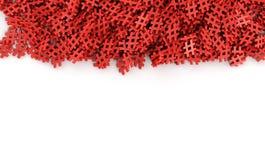 Oändliga röda pölsaetiketter på en plan tolkning för original 3d avbildar Arkivfoto