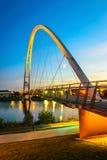 Oändlighetsbro på natten i Stockton-på-utslagsplatser Arkivfoton