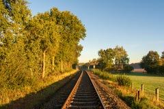 Oändligt avstånd: Järnvägspår till ingenstans royaltyfri foto