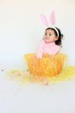 Oídos del conejito del niño que desgastan adorable Imagenes de archivo