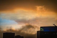 Облака переливают радугой над горизонтом Сан-Франциско стоковое фото