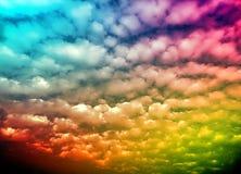Облака Colourfull в небе со световым эффектом солнца стоковое изображение rf