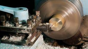 Обработка заготовок металла на токарном станке видеоматериал
