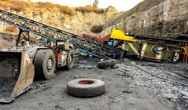 Оборудование добычи угля и завода по обработке стоковое изображение
