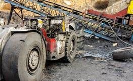 Оборудование добычи угля и завода по обработке стоковая фотография rf