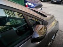 Окно сломленного автомобиля триангулярное стоковые фотографии rf