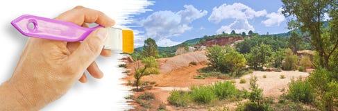 Определенный французский ландшафт, в области Провансали, вызвал Колорадо провансальский со своей ocher, желтой и красной землей Е стоковые изображения rf