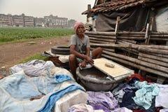 Одежды мытья Washerman индейца стоковое фото