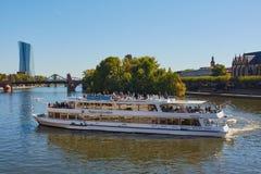 Осмотр достопримечательностей корабль во Франкфурте стоковые фото