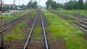Отклонение поезда от старой пустой станции акции видеоматериалы