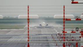 Отклонение самолета на ненастной погоде видеоматериал