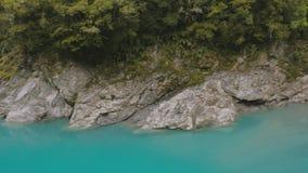 Открытое море и утесы, запас ущелья Hokitika сценарный, южный остров Новая Зеландия сток-видео