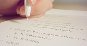 Отслеживать съемку макроса ответов ручки отмечать в тесте истории в школе видеоматериал