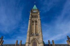 Оттава КАНАДА - 17-ое февраля 2019: Федеральное здание парламента Канады в Оттаве, Северной Америке стоковые фотографии rf