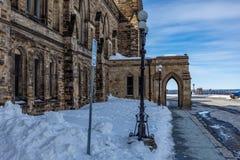 Оттава КАНАДА - 17-ое февраля 2019: Федеральное здание парламента Канады в Оттаве, Северной Америке стоковое изображение rf