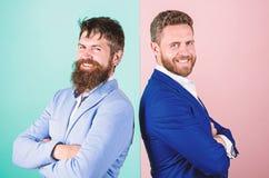 Официальное обмундирование для менеджера Пинка куртки возникновения бизнесмена предпосылка стильного голубая Бизнесмены моды и стоковое изображение
