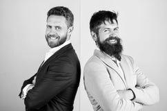 Официальное обмундирование для менеджера Пинка куртки возникновения бизнесмена предпосылка стильного голубая Бизнесмены моды и стоковые фото