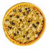 Очень вкусная пицца с цыпленком и ананас на белой предпосылке изолировано стоковые изображения rf