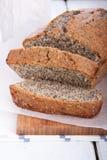 Очень вкусные куски торта макового семенени стоковые изображения rf