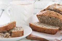 Очень вкусные куски торта макового семенени стоковые изображения