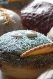 Очень вкусный свежо испеченный берлинец с различными отбензиниваниями стоковая фотография rf
